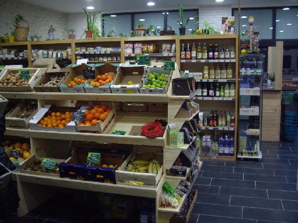 grand choix épicerie et fruits et légumes bio
